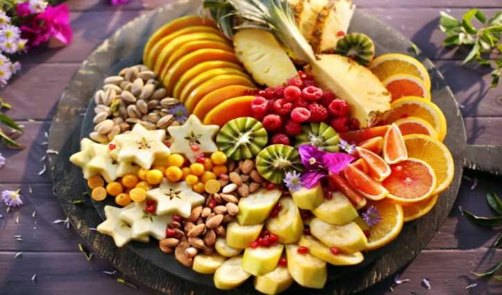 सर्दियों में बढ़ानी है Immunity तो खाइए विटामिन सी युक्त फल