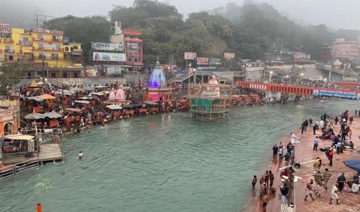 सोमवती अमावस्या पर Haridwar में उमड़े श्रद्धालु, बिना रोक टोक कर रहे गंगा स्नान