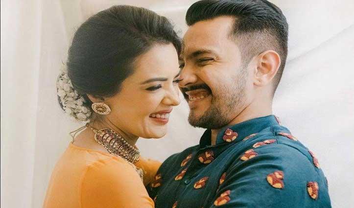 #Kashmir की वादियों में #Honeymoon मनाने पहुंचे आदित्य नारायण, शेयर की Sweet Photo