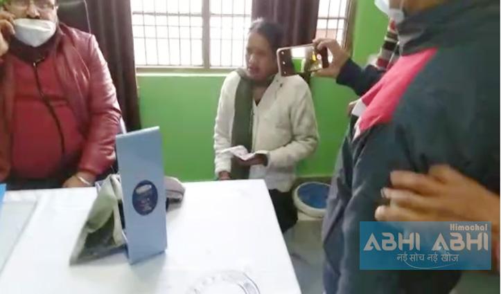 Kangra: हिम सुरक्षा अभियान के तहत डाटा एकत्रित कर रही स्वास्थ्य कार्यकर्ताओं पर पथराव, किए लहुलूहान