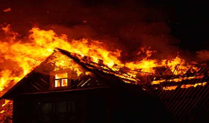 #Kullu में सुबह सवेरे तीन मंजिला मकान में भड़की आग, लाखों का नुकसान