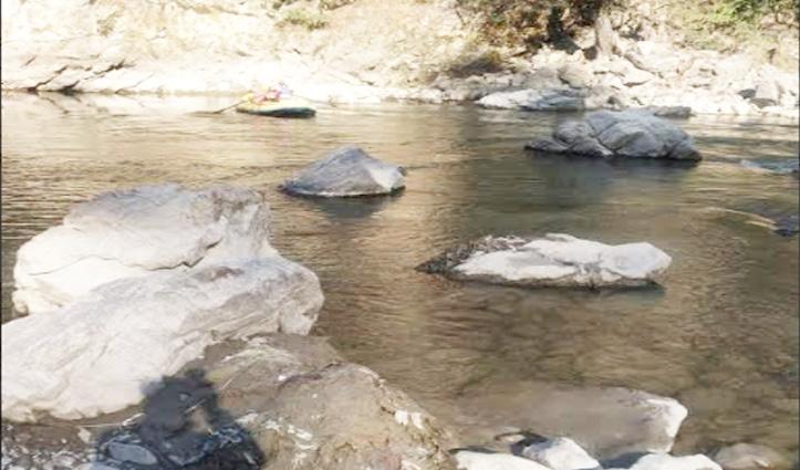 Mandi: ब्यास किनारे सेल्फी ले रहा Tourist नदी में डूबा, रेस्क्यू टीम ने चलाया सर्च अभियान