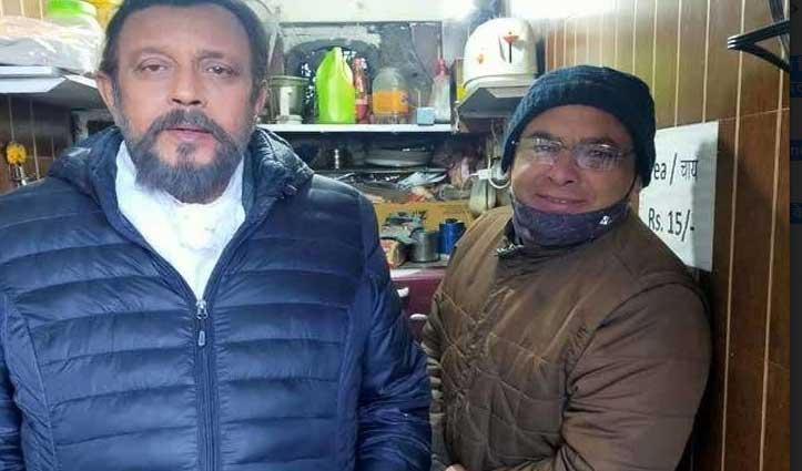 मसूरी की वादियों में पहुंचे #Mithun, दुकान में चाय की चुस्की लेकर फैंस के साथ खिंचवाई Photo