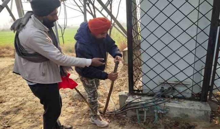 Punjab में किसानों ने बनाया मोबाइल टावरों को निशाना, सीएम की भी नहीं सुन रहे