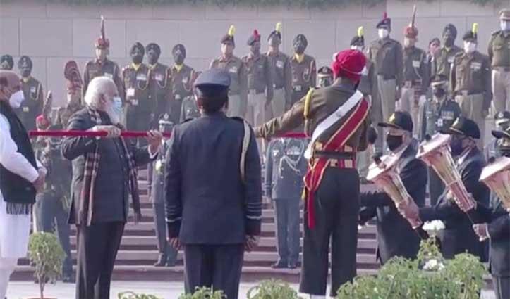 #Vijay_Diwas:पीएम मोदी ने शहीदों को अर्पित की श्रद्धांजलि,  वार मैमोरियल में जलाई विजय मशाल