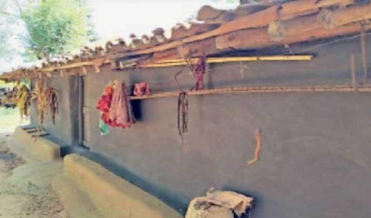 इस गांव के सभी लोग घरों में करवाते हैं काला रंग, जानिए क्या है इसके पीछे की वजह