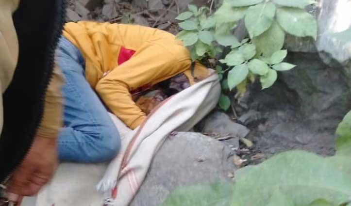 #Himachal: नाले में मिला युवक का शव, कनपटी पर लगी है गोली- बंदूक भी बरामद
