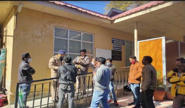 #Kullu: लगघाटी में खड्ड किनारे मिला व्यक्ति का शव, परिजनों ने जताई हत्या की आशंका