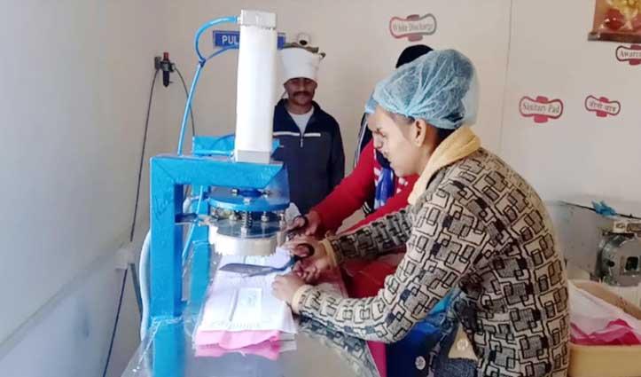 ये दोनों भाई हैं चंबल के 'Padman', खुद तैयार की मशीन, 2 रुपए में उपलब्ध करवा रहे बढ़िया पैड