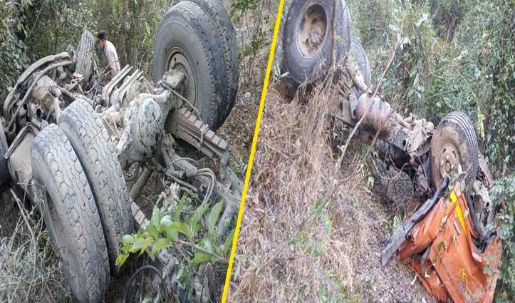 #Shimla के धामी में ढांक से गिरा टिप्पर, चालक की गई जान