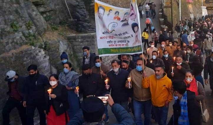 #Shimla में हाथ में कैंडल लिए सड़कों पर क्यों उतरे कांग्रेसी, कारण जानने को पढ़ें खबर