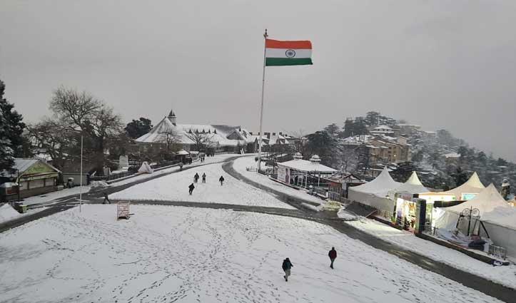 मौसम की करवट : नए साल से पहले #Himachal में बर्फबारी, पर्यटकों के खिले चेहरे, देखें तस्वीरें