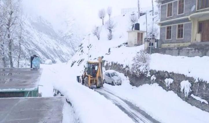 #HP_Weather : हिमाचल के Rohtang और चंबा की पहाड़ियों पर बर्फबारी जारी, जाने आगे कैसा रहेगा मौसम