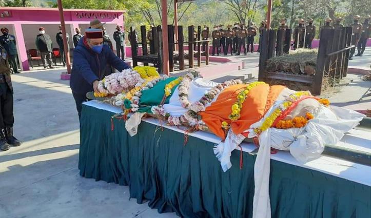 #Solan: शहीद बिलजंग गुरुंग पंचतत्व में विलीन, अंतिम दर्शन नहीं कर पाई पत्नी