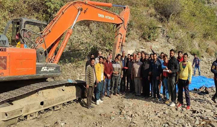 Kiratpur-Manali Fourlane पर डयोड के पास टनल निर्माण के लिए फेस कटिंग का कार्य  शुरू