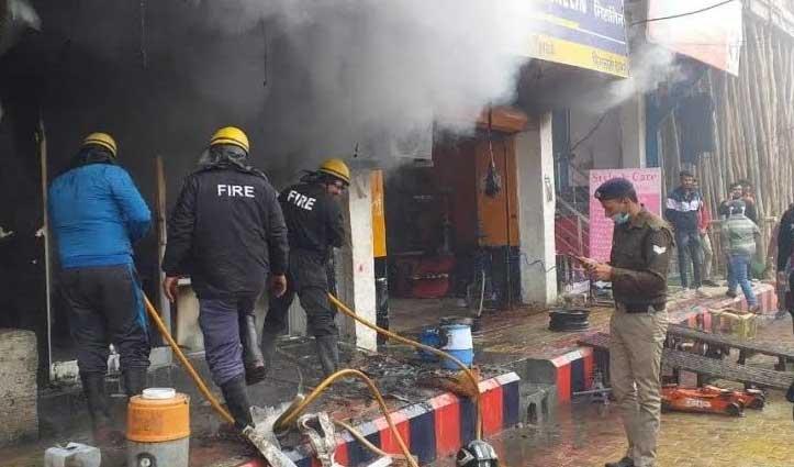 रुद्रपुर बाजार में Tyre की दुकान में भड़की आग, 30 लाख रुपए का नुकसान
