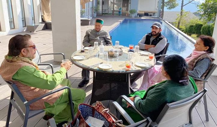 #वीरभद्र On Leave, तस्वीरों में देखें परिवार सहित क्या कर रहे