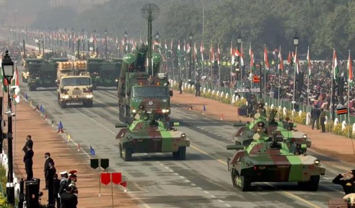 #RepublicDay : राजपथ परेड में बांग्लादेश की सैनिक टुकड़ी भी हुई शामिल, देखें समारोह की झलकियां
