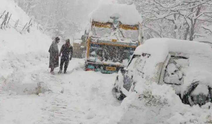 Jammu-Srinagar Highway लगातार तीसरे दिन बंद, चार हज़ार से ज्यादा गाड़ियां फंसी