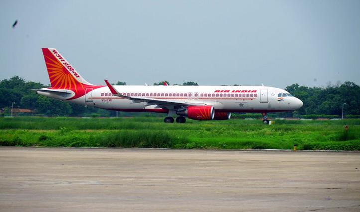 Britain से दिल्ली पहुंची Air India की पहली फ्लाइट, केजरीवाल बोले – 31 जनवरी तक बढ़ाई जाए पाबंदी