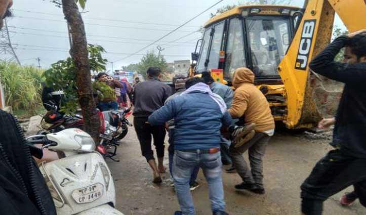 Ghaziabad: श्मशानघाट में गैलरी की छत गिरी, 18 लोगों की गई जान, 20 से अधिक घायल