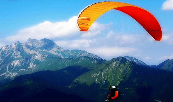 हिमाचल : Delhi का पैराग्लाइडर पायलट बिलिंग में लापता, Helicopter से सर्च अभियान जारी