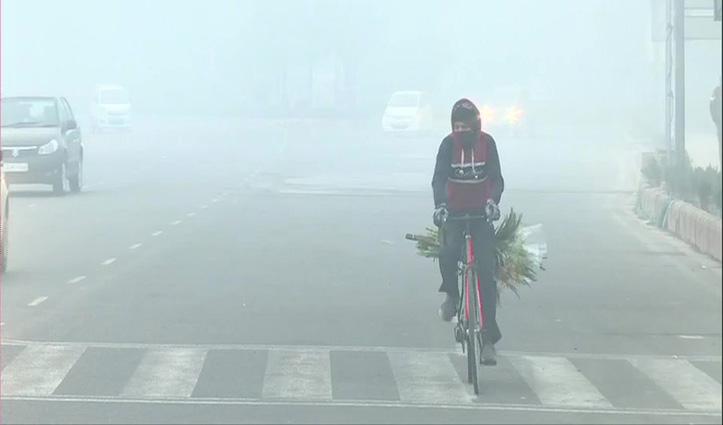वर्ष 2021 के पहले दिन घने कोहरे से लिपटी रही राजधानी दिल्ली, Visibility भी शून्य