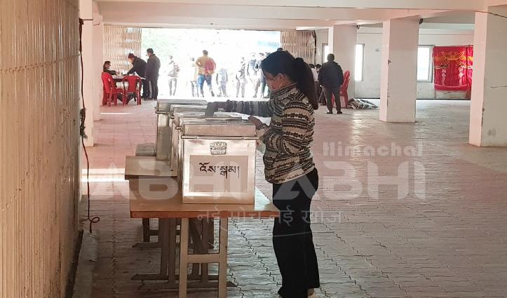 निर्वासित Tibetan के सिक्योंग व सदस्यों के चयन के लिए पहले चरण की Voting शुरु, देखें तस्वीरें