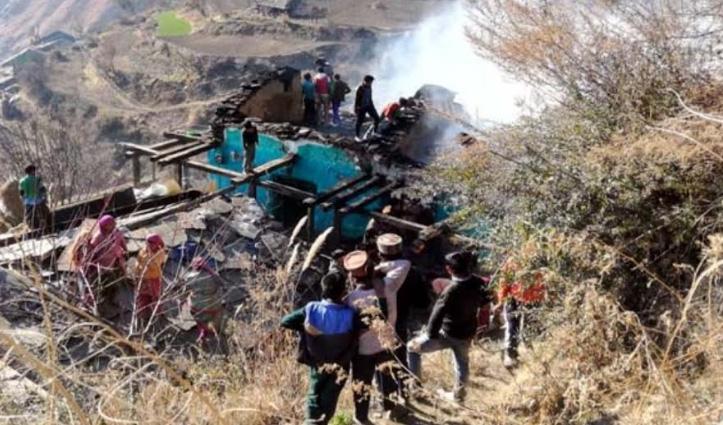 Himachal : मणिकर्ण में 3 मंजिला मकान जला, पांच परिवार हुए बेघर, करसोग में तीन दुकानें राख