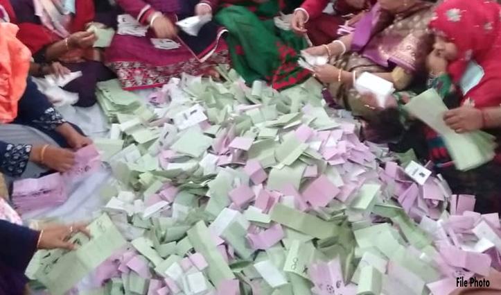 Panchayatelection: इस पंचायत में एक पद के तीन प्रत्याशियों को पड़े बराबर मत, पर्ची से हुआ फैसला