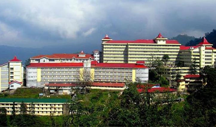 Shimla: दो संस्थाओं की लड़ाई के बीच उलझा IGMC का रेन बसेरा, धरने पर बैठे ऑलमाइटी संस्था अध्यक्ष