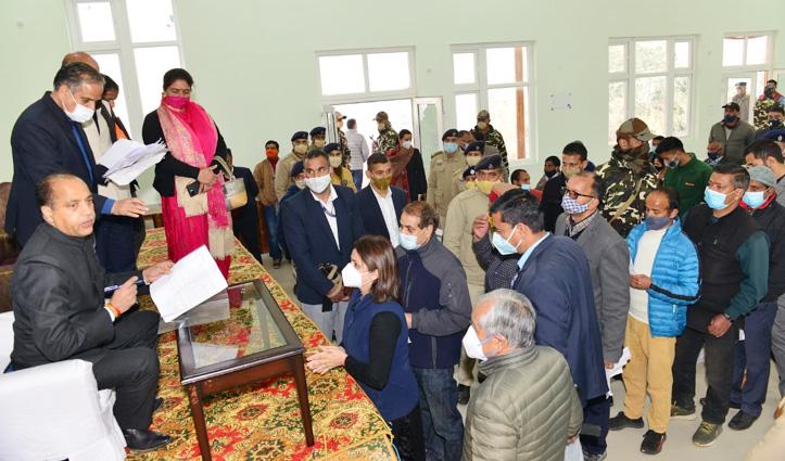 सीएम जयराम पहुंचे धर्मशाला, जिला परिषद में बीजेपी को काबिज करने की बनेगी रणनीति