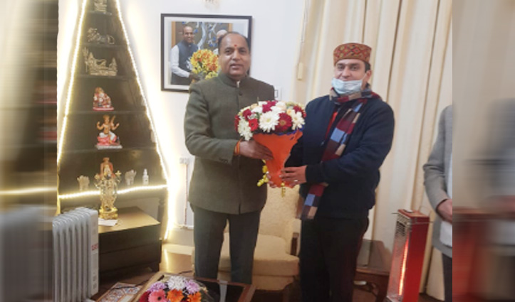 मुनीष ने सीएम Jai Ram को पुष्पगुच्छ देकर दी बधाई