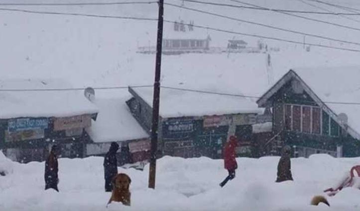जम्मू-कश्मीर में भारी बर्फबारी, CRPF जवान सहित दो की मौत