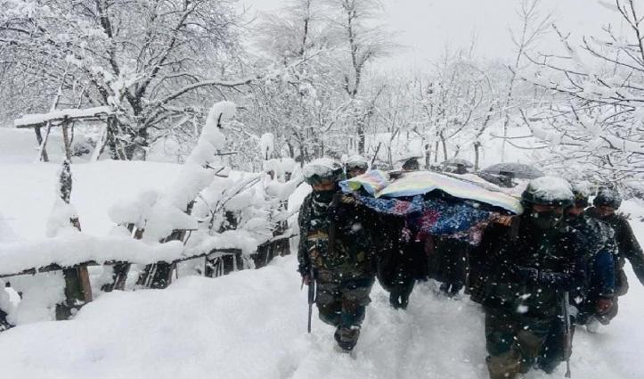 मुस्लिमों ने दिया कश्मीरी पंडित के शव को कांधा, सेना ने बर्फीले तूफान से बचाए जच्चा-बच्चा