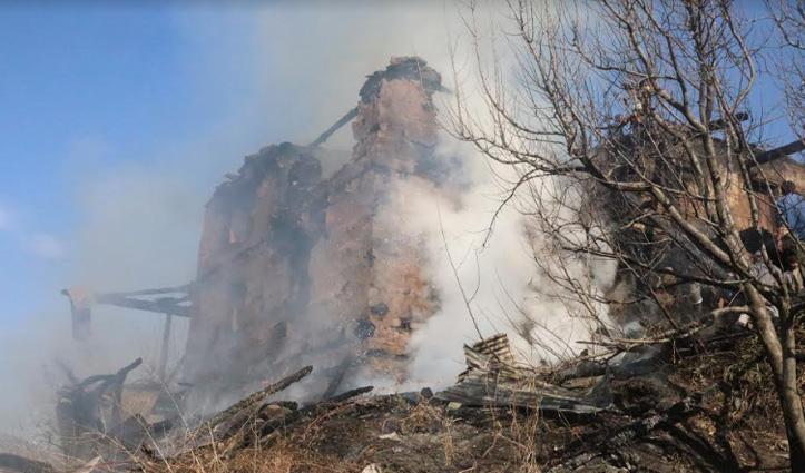 Kullu: लगघाटी में 28 कमरों का 4 मंजिला मकान जलकर राख, 31 बेघर