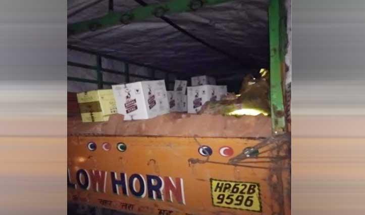 चालक ने ट्रक में ईंटों के ऊपर छिपाकर रखी थी शराब की पेटियां, पुलिस ने पकड़ लिया