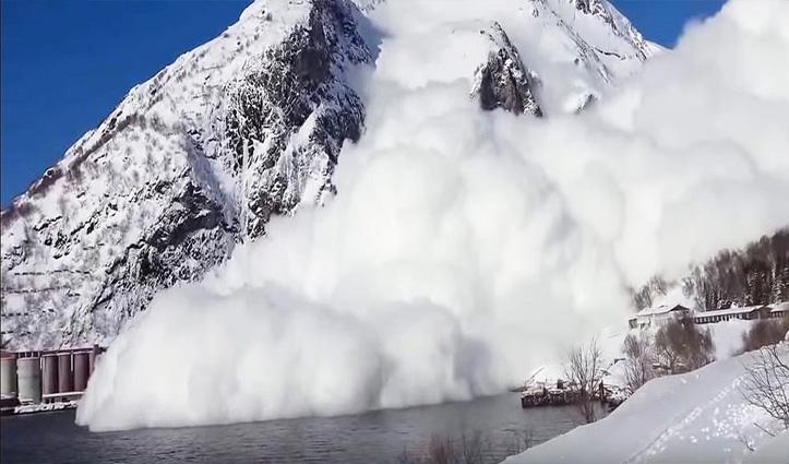 Lahaul-Spiti: मूलिंग पुल के पास हिमस्खलन, बाल-बाल बचे वाहन; केलांग-मनाली मार्ग अवरुद्ध