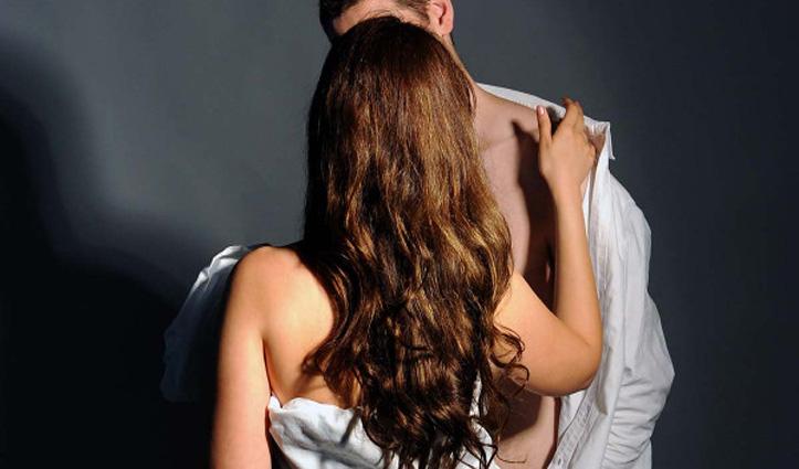पड़ोसन से मिलने के लिए प्रेमी ने बना डाली गुप्त सुरंग, पति ने पकड़ा रंगे हाथ