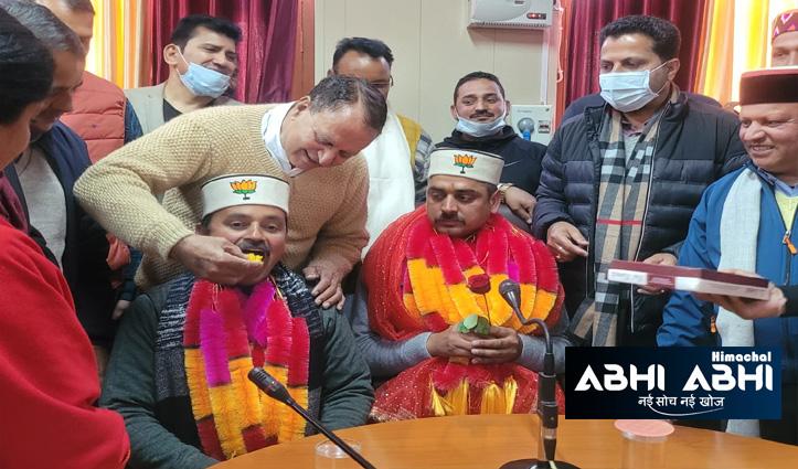 Mandi: बीजेपी प्रत्याशी के खिलाफ चुनाव लड़ने वाले को बनाया जिला परिषद चेयरमैन