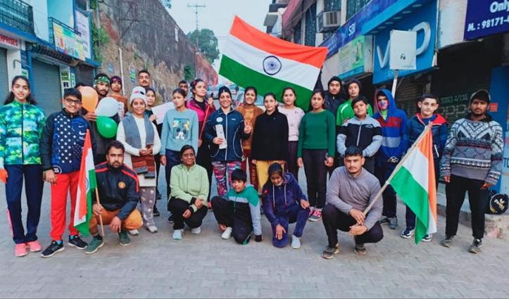 Republic Day पर फिट इंडिया मूवमेंट के तहत दौड़ा नाहन, देशभक्ति की जगाई अलख