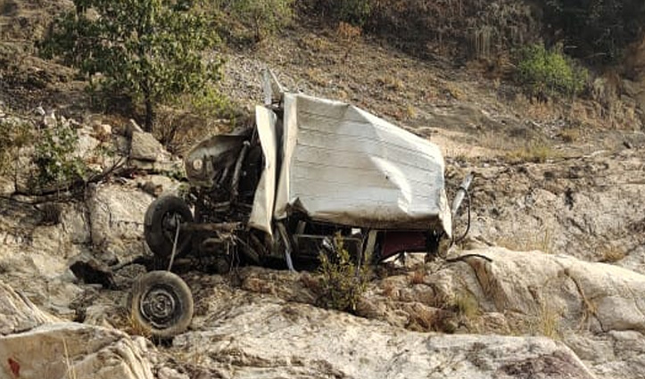 हिमाचल-उत्तराखंड सीमा पर खाई में गिरी बोलेरो, Chopal के चालक की गई जान