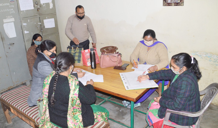 #Himachal में फिर खुले स्कूलः आज पहुंचा स्टाफ, Students पहली फऱवरी से आएंगे