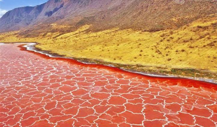 ये हैं World की सबसे ज्यादा Mysterious Lakes, कहीं छूने से न जाते हैं पत्थर तो कहीं होते हैं विस्फोट