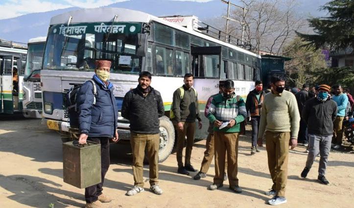 Himachal में पंचायती राज चुनावों के लिए पोलिंग पार्टियां मतदान केंद्रों को रवाना