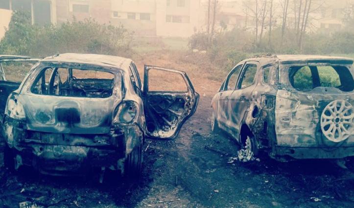 Paonta Sahib में दो महंगी कारें जलकर राख, आग कैसे लगी नहीं हुआ खुलासा
