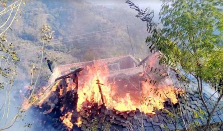 खेत में काम कर रहा था परिवार, घर में लग गई आग, सबकुछ हुआ खाक
