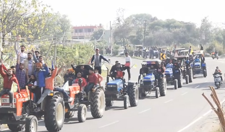 #Farmers की ऱोष रैलीः ट्रैक्टरों, कारों और बाइकों पर सवार होकर दुलैहड़ से पहुंच गए ऊना