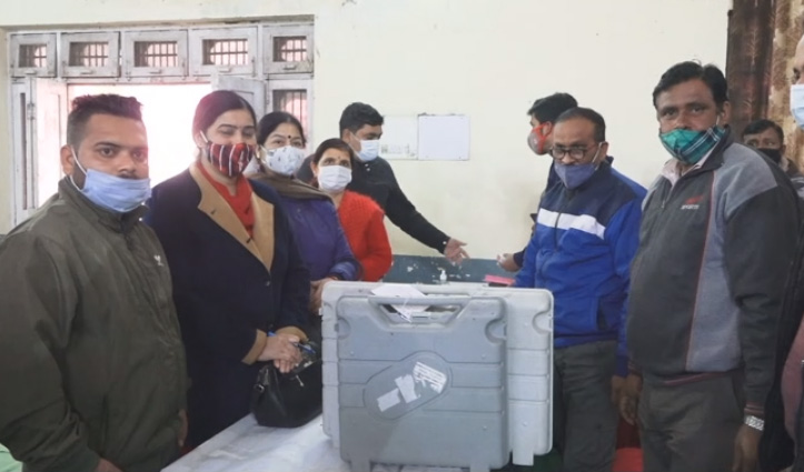 नगर निकाय चुनावों के लिए Polling Parties ने किया कूच, Una में कल 53 मतदान केंद्रों में होगी Voting