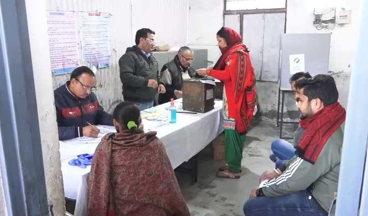Panchayat Election:ऊना की कोटला कलां पंचायत में बैलेट पेपर में त्रुटि, सुधार कर मामला सुलटाया
